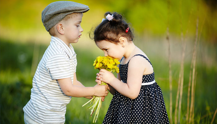 How to teach a child to be friends?